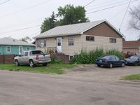 511 11th St SE, Jamestown, ND 58401
