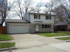 22208 Mylls Ct, Saint Clair Shores, MI 48081