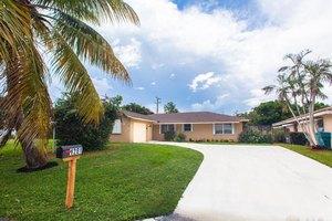 1281 SW 27th Pl, Boynton Beach, FL 33426