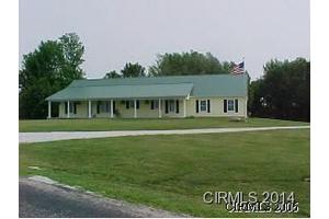 9933 S America Rd, Lafontaine, IN 46940