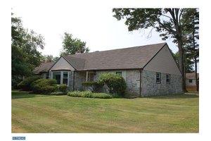 386 Lawrence Rd, Huntingdon Valley, PA 19006