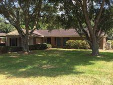 1803 W Roberts St, El Campo, TX 77437