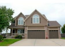 828 Trailway Dr, Raymore, MO 64083