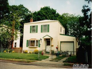 745 Sharon Rd, Copiague, NY 11726