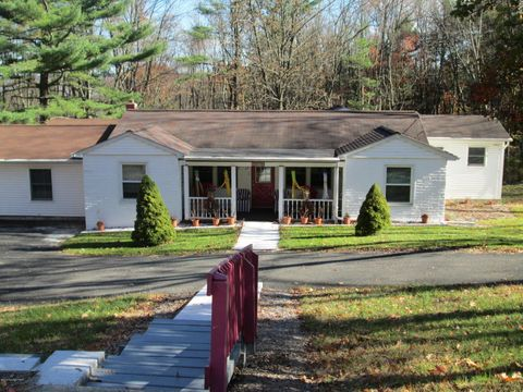 2272 Chipperfield Dr, Stroudsburg, PA 18301