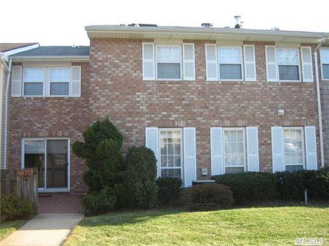 149 Woodlake Dr W, Woodbury, NY 11797