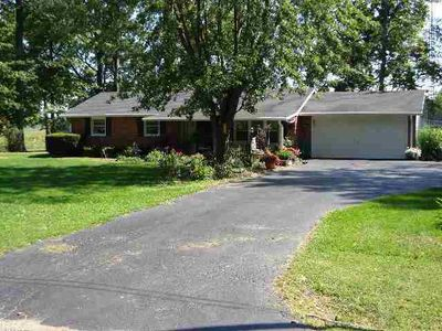 215 E Edgewood Dr, Springport, IN