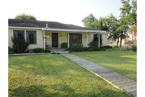 204 E Mahan St, Port Lavaca, TX 77979