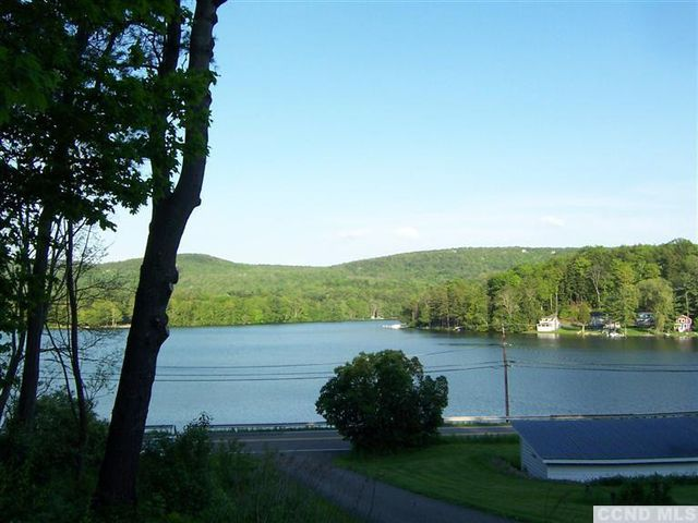 queechy lake dr  canaan  ny 12029