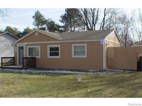 405 W Beechdale St, Commerce Township, MI 48382