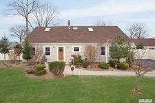 7 Gardenia Ln, Levittown, NY 11756