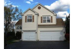 961 Knowles Rd, Gurnee, IL 60031