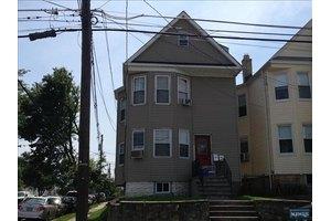 220 Laurel Ave, Kearny, NJ 07032