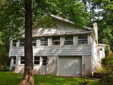 2214 Pine Ln, Bushkill, PA 18324