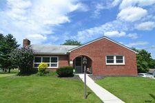 2075 Winding Rd, York, PA 17408