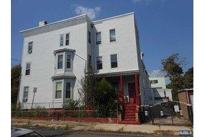 369 Summer Ave, Newark, NJ 07104
