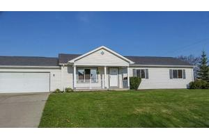 10660 S Emerald Meadows Dr, Oak Creek, WI 53154