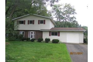 6856 Canterbury Dr, Madison, OH 44057