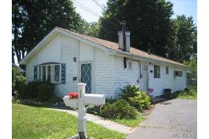 Photo of 3904 South St,Seaford, NY 11783