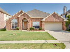 316 E Clover Park Dr, Fort Worth, TX 76140