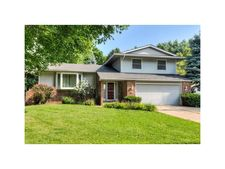 9437 Sunset Ter, Clive, IA 50325