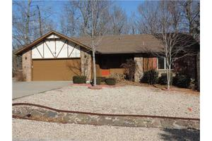 3 Knighton Dr, Bella Vista, AR 72715