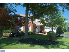 11 Dove Ct, Holland, PA 18966
