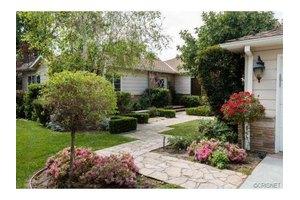 4751 Placidia Ave, Toluca Lake, CA 91602