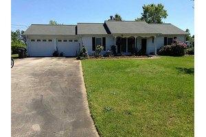 19 Linda Ln, Powder Springs, GA 30127