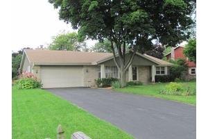 3625 S Brentwood Rd, New Berlin, WI 53151