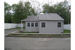 7 S Cove Rd, Danbury, CT 06811