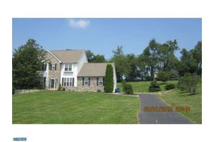 206 Highland View Dr, Lincoln University, PA 19352