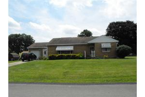 800 Cambria Ave, Bell Twp, PA 15618