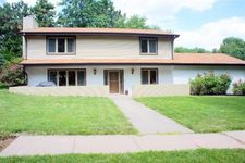 5940 Elkcrest Dr, Lincoln, NE 68516