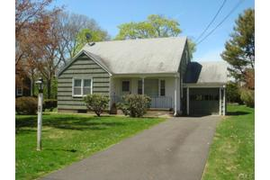 26 Robinwood Rd, Trumbull, CT 06611