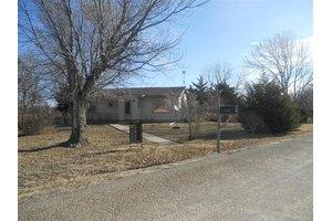 7614 Canyon Rd, Junction City, KS 66441