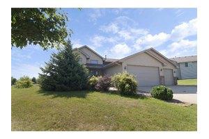 975 Oak Ave, Waconia, MN 55387