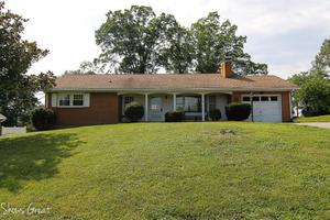 3604 Parkwood Dr, Roanoke, VA 24018