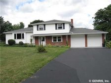 5 Candlewood Dr, Pittsford, NY 14534