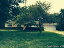 1565 N 900 East Rd, Taylorville, IL 62568