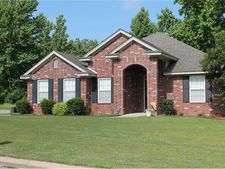 909 S 15th St, Lavaca, AR 72941