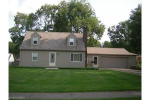 2239 Coral Sea Dr, Youngstown, OH 44511