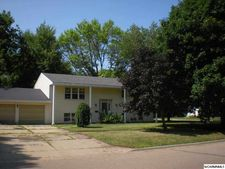 373 5th St, Tracy, MN 56175