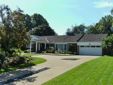 2253 Country Club Dr, Upper Saint Clair, PA 15241