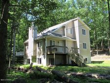 128 Stroud Ct, Dingmans Ferry, PA 18328