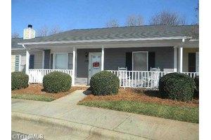 814 Guilford College Rd Apt 128, Greensboro, NC 27409