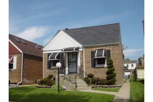 9115 S Paxton Ave, Chicago, IL 60617