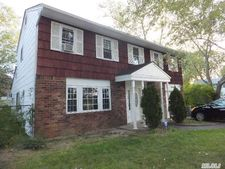 70 Riddle St, Brentwood, NY 11717