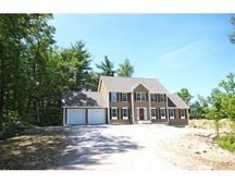 45 Goldfinch Dr, Pelham, NH 03076