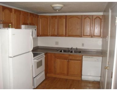 14 Woodman Way Apt 4, Newburyport, MA